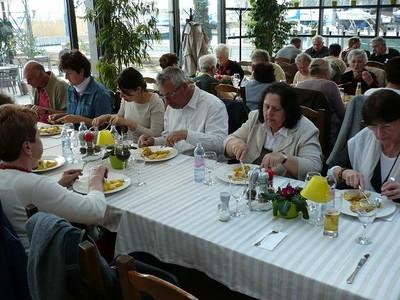 46 Ebéd Balatonfüreden a Vitorlás étteremben.JPG - small