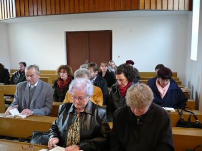 07. Az ünneplő gyülekezet.JPG - small