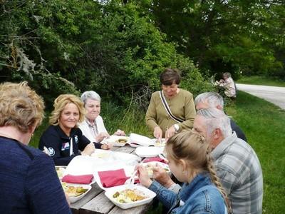 26. Piknik a piknikhelyen.JPG - small