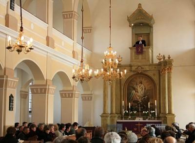 Az ünneplő gyülekezet.JPG - small